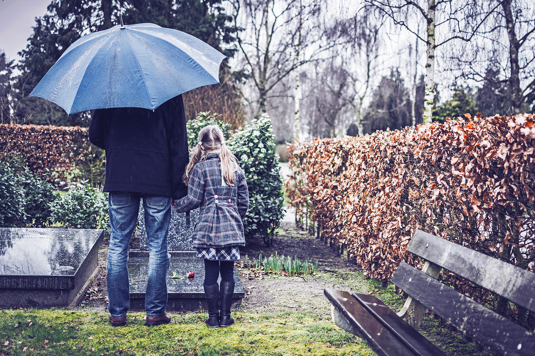 family grieving after losing a parent to wrongful death